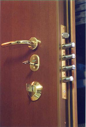 Come sostituire la serratura della porta blindata - Cambiare serratura porta ...