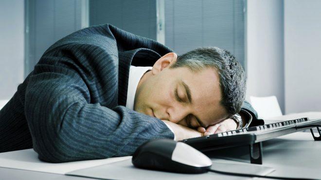 dormire dopo pranzo ingrassare riposare